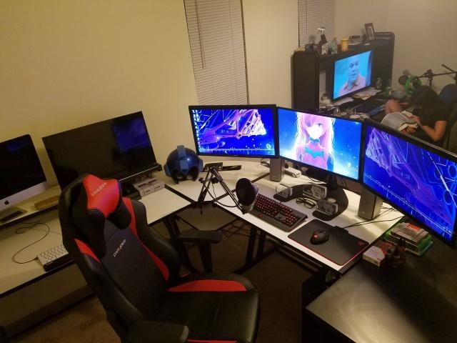 PC_Desk_MultiDisplay67_90.jpg