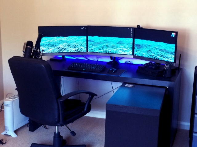 PC_Desk_MultiDisplay68_02.jpg