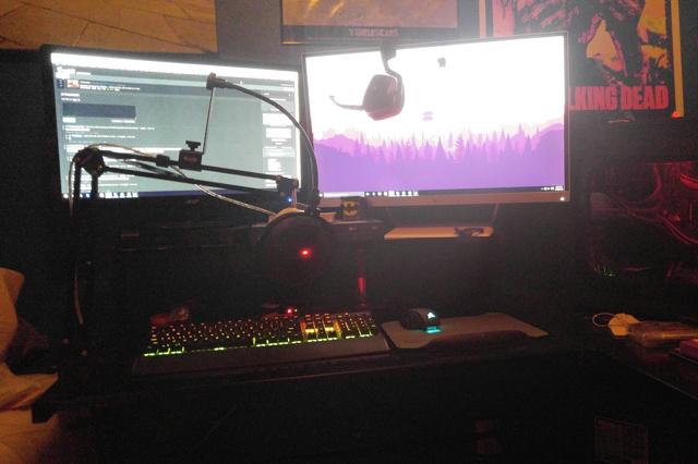 PC_Desk_MultiDisplay69_23.jpg