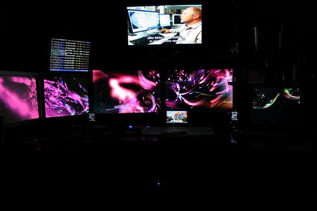 PC_Desk_MultiDisplay69_27.jpg