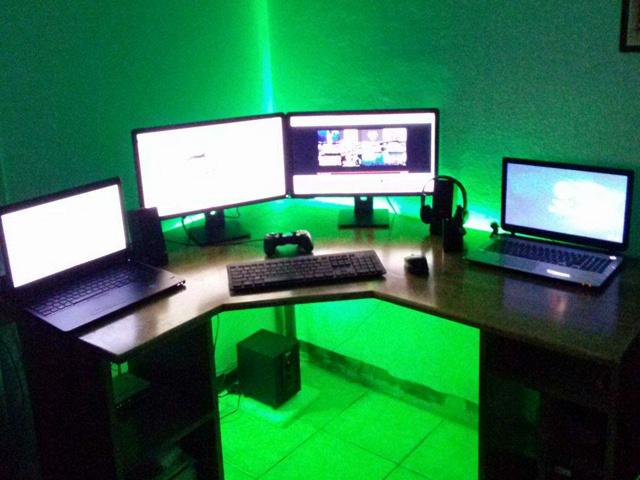 PC_Desk_MultiDisplay69_32.jpg