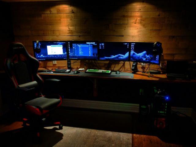 PC_Desk_MultiDisplay69_35.jpg