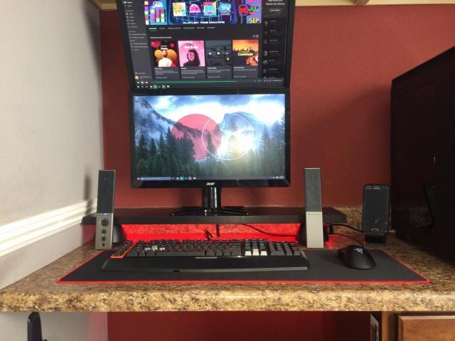 PC_Desk_MultiDisplay69_72.jpg