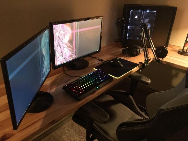 PC_Desk_MultiDisplay69_73.jpg