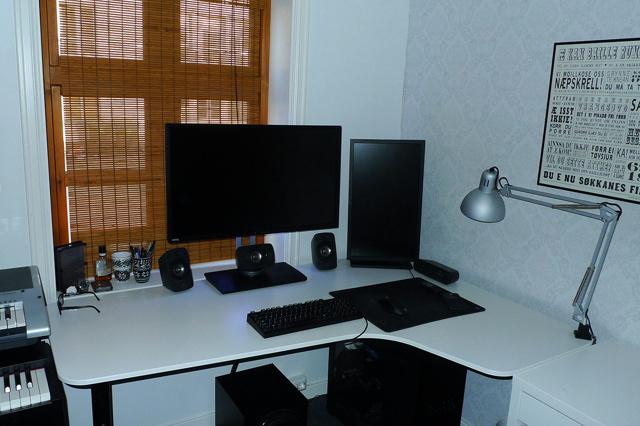 PC_Desk_MultiDisplay69_77.jpg