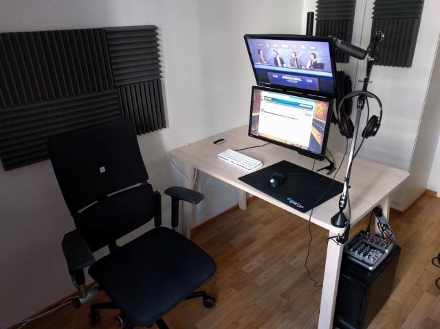 PC_Desk_MultiDisplay69_79.jpg