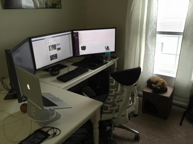 PC_Desk_MultiDisplay69_85.jpg