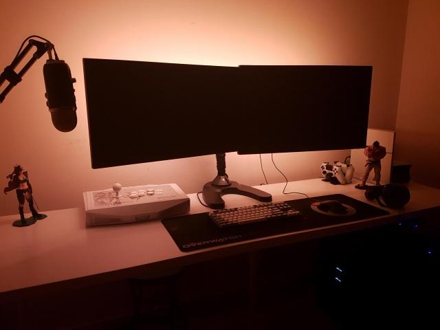 PC_Desk_MultiDisplay69_93.jpg