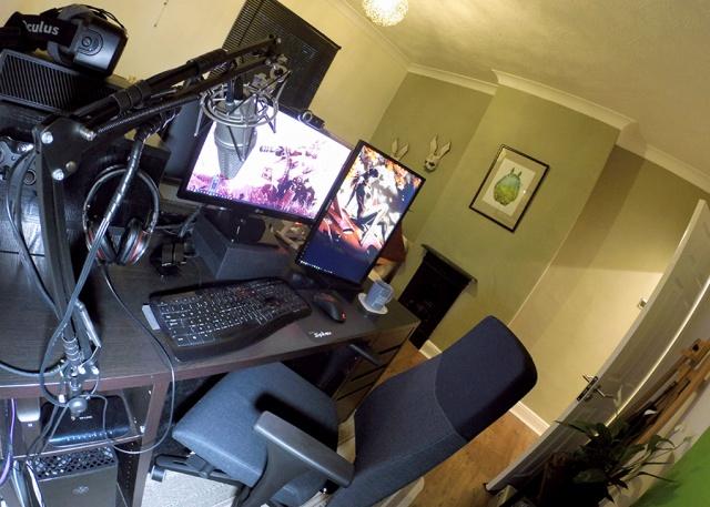 PC_Desk_MultiDisplay69_95.jpg