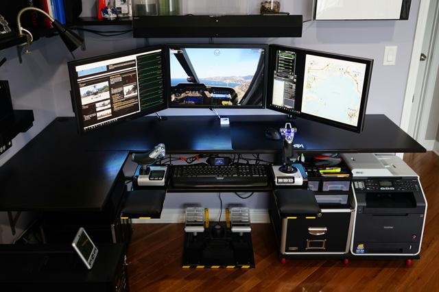PC_Desk_MultiDisplay70_06.jpg