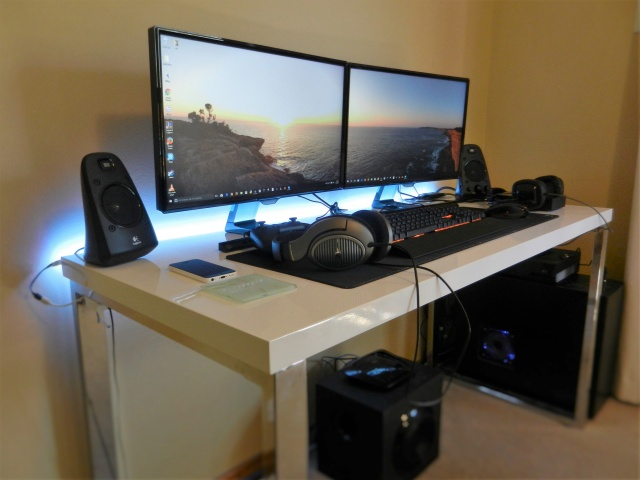 PC_Desk_MultiDisplay70_25.jpg