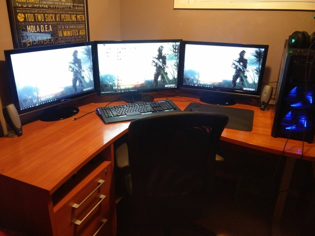 PC_Desk_MultiDisplay70_37.jpg