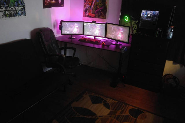 PC_Desk_MultiDisplay70_54.jpg