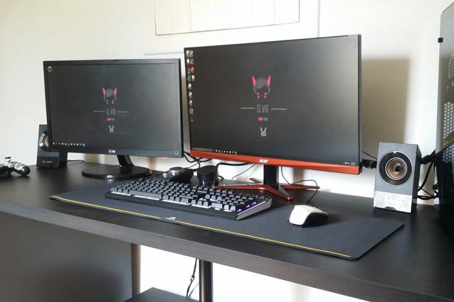 PC_Desk_MultiDisplay70_78.jpg