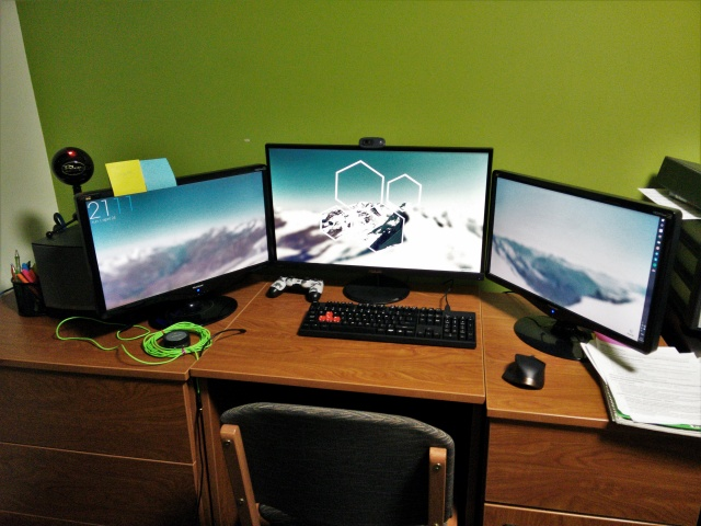 PC_Desk_MultiDisplay70_99.jpg