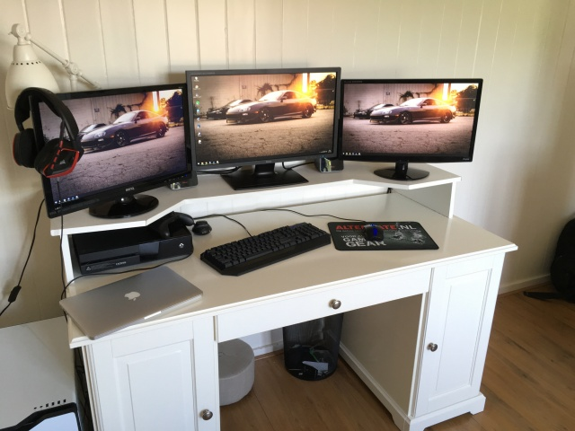 PC_Desk_MultiDisplay72_74.jpg