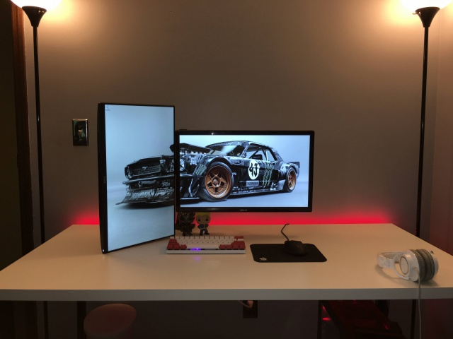 PC_Desk_MultiDisplay72_82.jpg