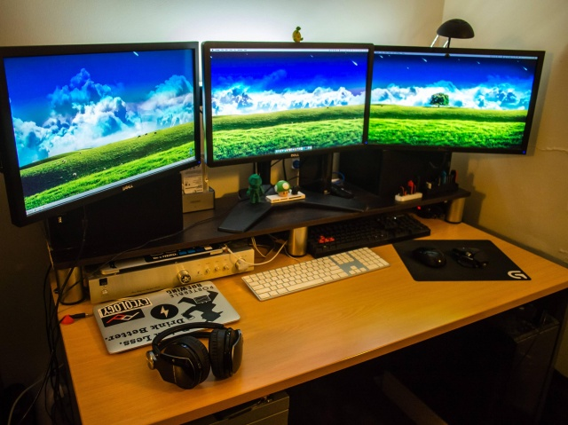 PC_Desk_MultiDisplay73_66.jpg
