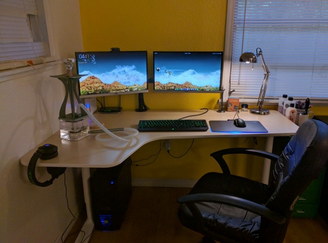 PC_Desk_MultiDisplay74_16.jpg