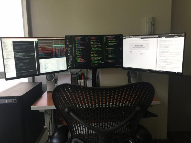 PC_Desk_MultiDisplay74_32.jpg