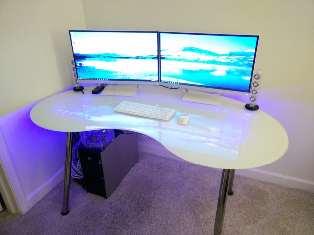 PC_Desk_MultiDisplay74_52.jpg