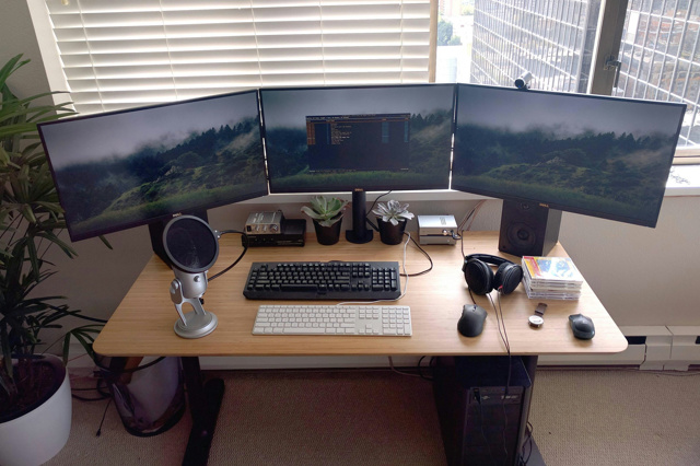 PC_Desk_MultiDisplay74_54.jpg