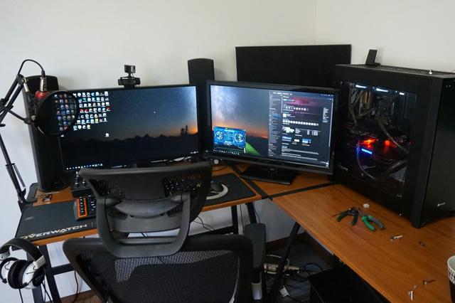 PC_Desk_MultiDisplay74_59.jpg