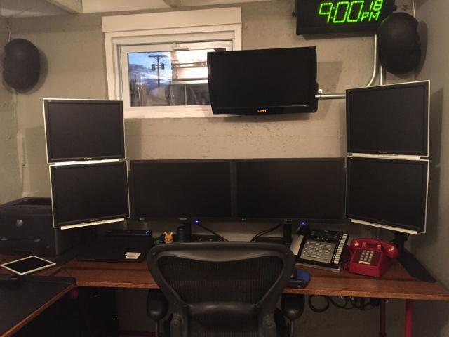 PC_Desk_MultiDisplay74_60.jpg