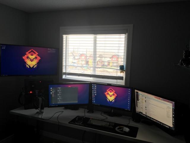 PC_Desk_MultiDisplay74_61.jpg