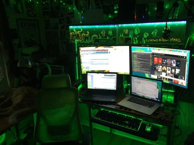 PC_Desk_MultiDisplay74_66.jpg