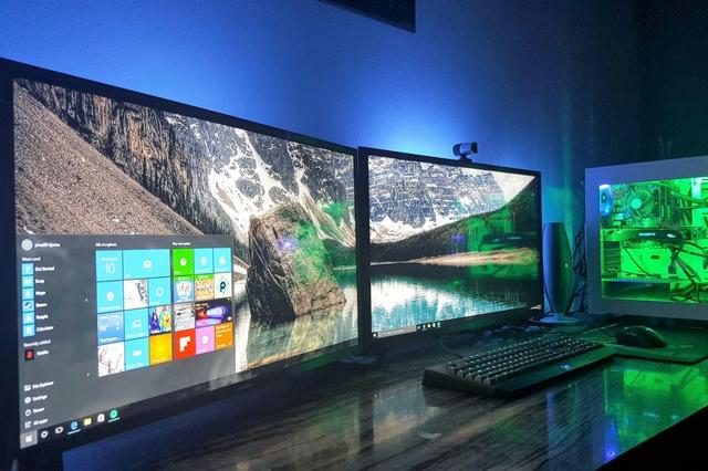 PC_Desk_MultiDisplay74_75.jpg