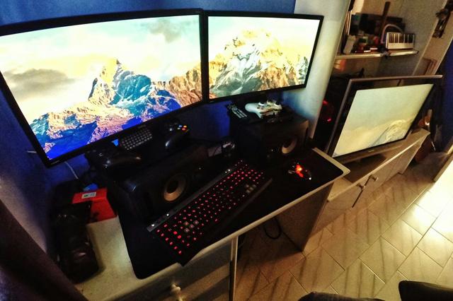 PC_Desk_MultiDisplay74_78.jpg