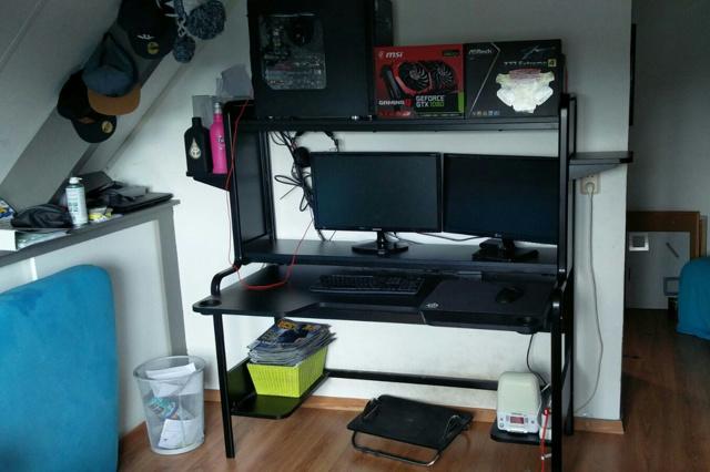 PC_Desk_MultiDisplay74_88.jpg