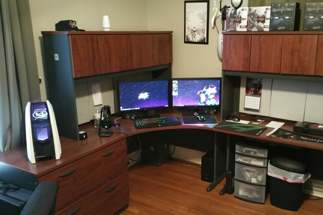 PC_Desk_MultiDisplay74_92.jpg