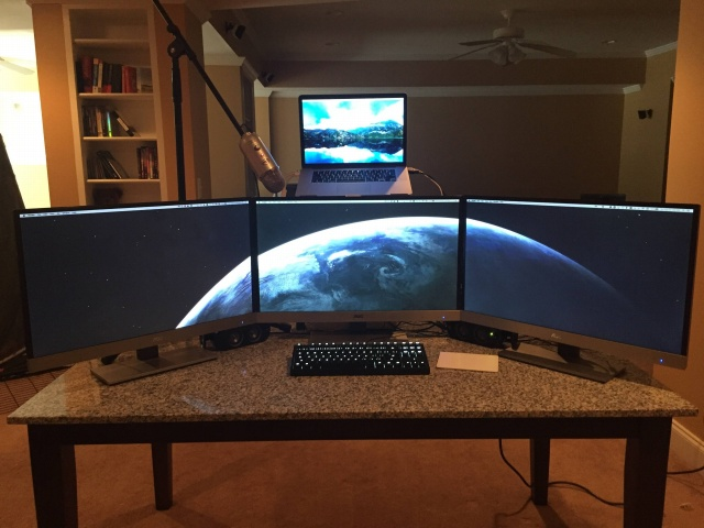 PC_Desk_MultiDisplay74_94.jpg
