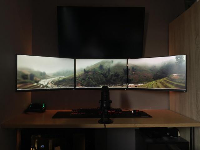 PC_Desk_MultiDisplay76_18.jpg