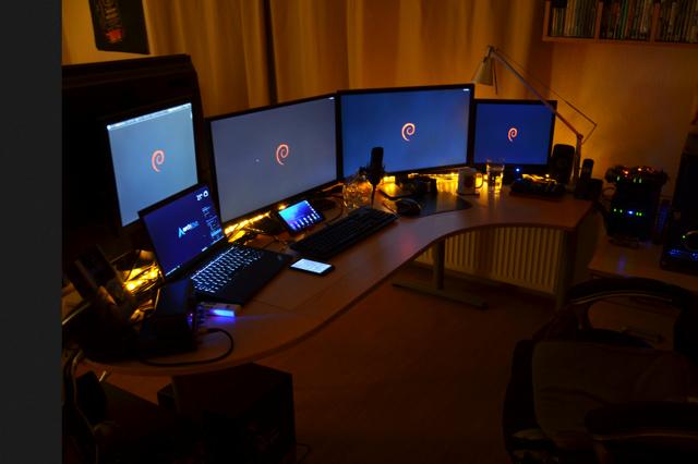 PC_Desk_MultiDisplay76_19.jpg