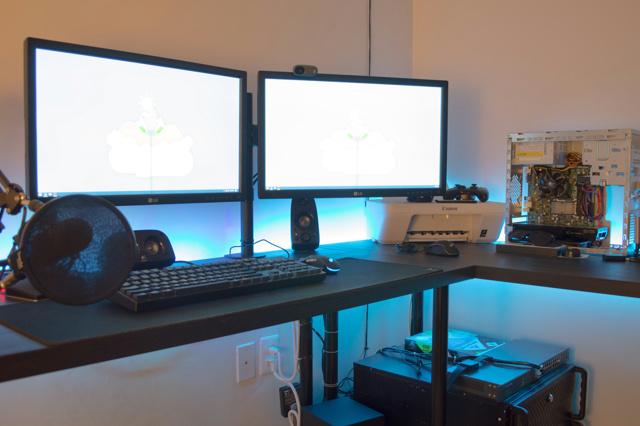 PC_Desk_MultiDisplay76_48.jpg