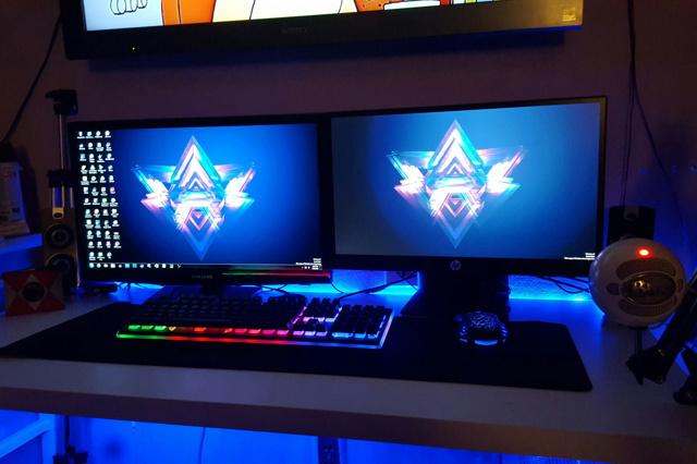 PC_Desk_MultiDisplay76_52.jpg