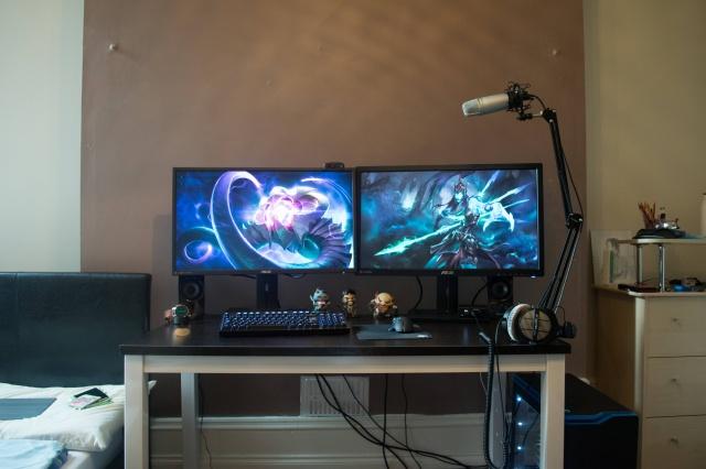 PC_Desk_MultiDisplay76_60.jpg