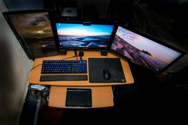 PC_Desk_MultiDisplay76_63.jpg