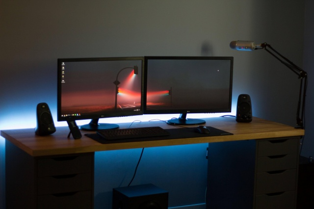 PC_Desk_MultiDisplay76_68.jpg