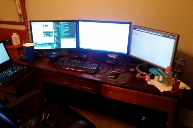 PC_Desk_MultiDisplay76_96.jpg