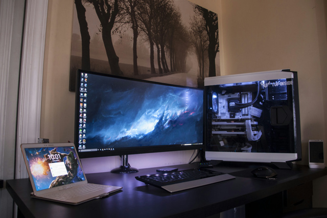 PC_Desk_UltlaWideMonitor10_04.jpg