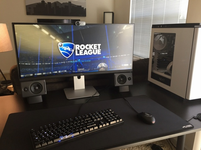 PC_Desk_UltlaWideMonitor10_11.jpg