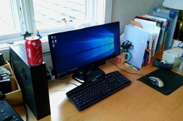 PC_Desk_UltlaWideMonitor10_17.jpg