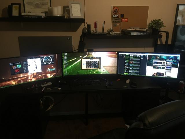PC_Desk_UltlaWideMonitor10_19.jpg