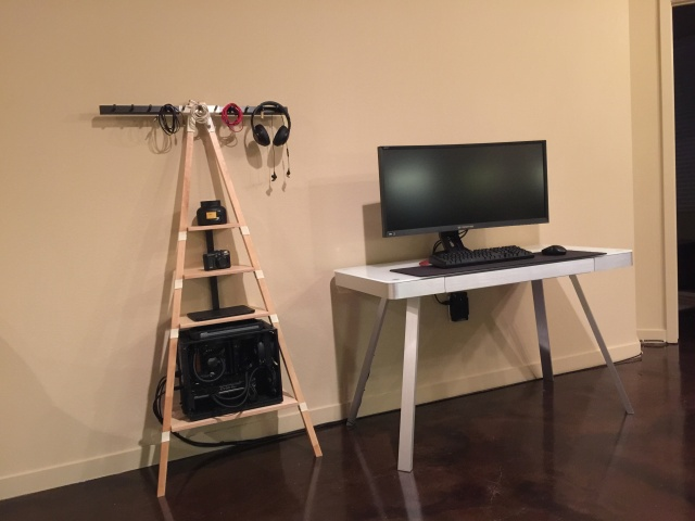 PC_Desk_UltlaWideMonitor10_21.jpg