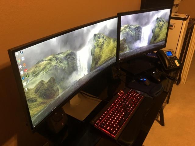 PC_Desk_UltlaWideMonitor10_22.jpg