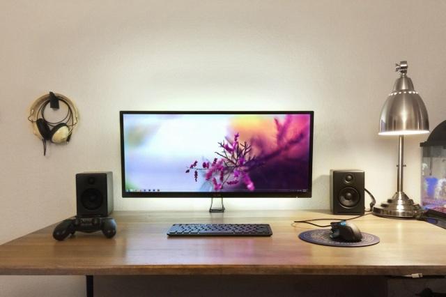 PC_Desk_UltlaWideMonitor10_41.jpg